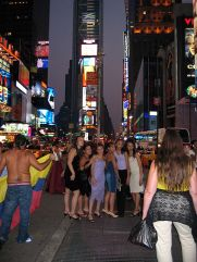 new-york-Girlgroup feiert am Timessquare 2003