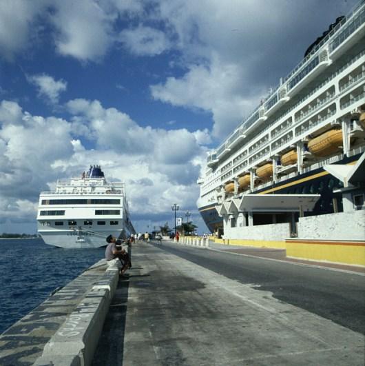 Bahamas-Nassau-Pier