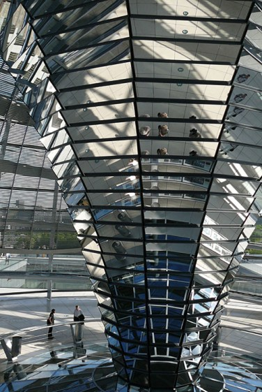 berlin-reichstag-glaskuppel-spiegel-ruessel