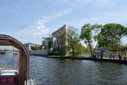 berlin-schifffahrt-kanzleramt-1