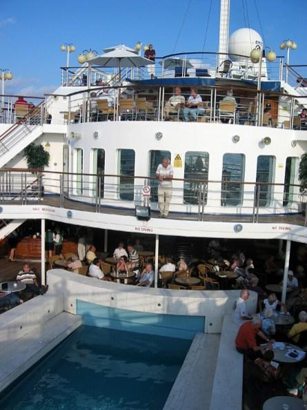 Santorin-Pool zu schwer gebaut