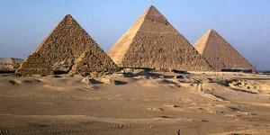 Gizeh-Pyramiden am Spätnachmittag