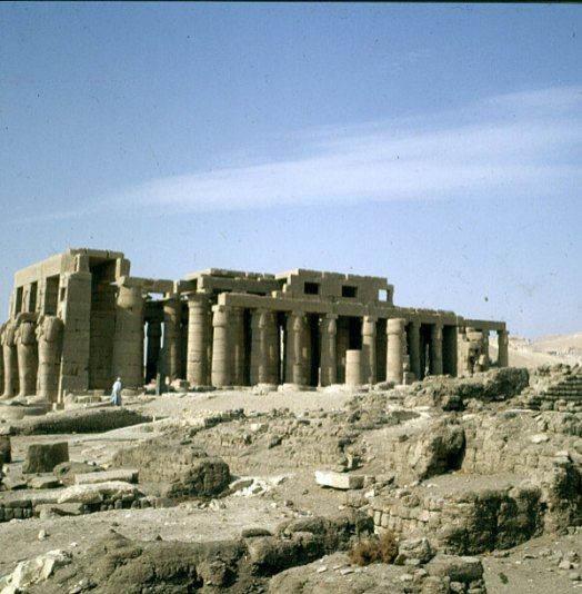 Totentempel-Ramesseum-Totale
