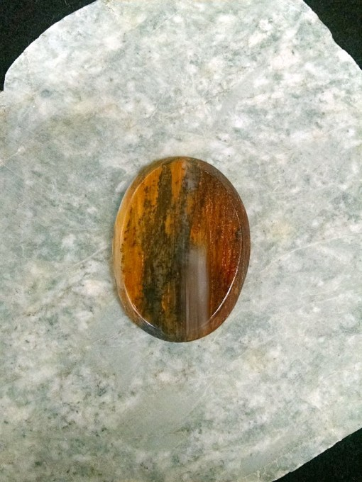 This beautiful petrified Wood cabochon measures 40 x 30mm.