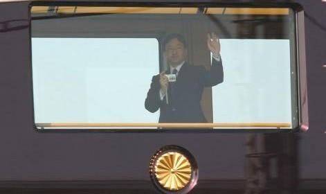 皇太子 お召し列車 カメラ片手