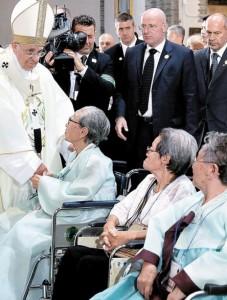 ローマ法王 元慰安婦と面会