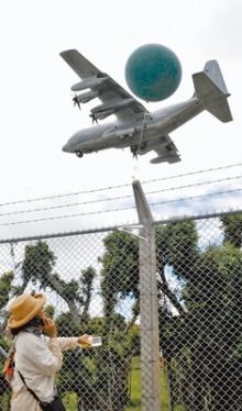 風船で航空妨害する危険行為