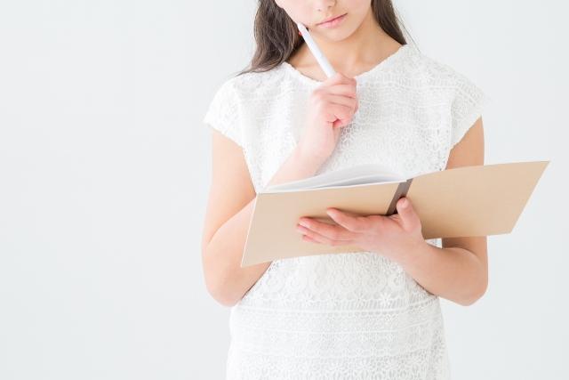 女性|考え中|起業準備|ビジネス設計|