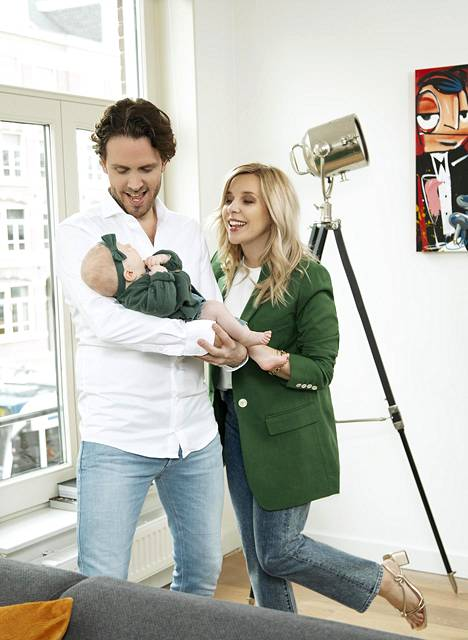 In the spring, the family spends a month and a half in Finland during Talent's live broadcasts.  Rutger plans to be with Lizzy on the backstage when Krista judges.