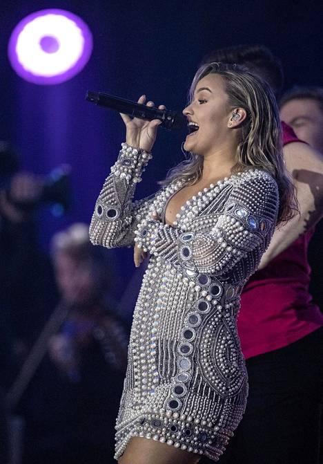 Nelli Matula performing at the Suomi Love concert in 2019.