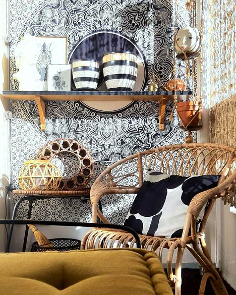 Kirsi Tuomela decorates her balcony in vintage style.  The lion-yellow chair is an eye-catcher.
