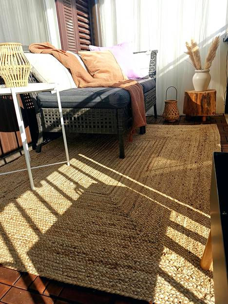 Essi prefers natural materials and neutral colors on the balcony.  The sofa is the main piece of furniture in the space.