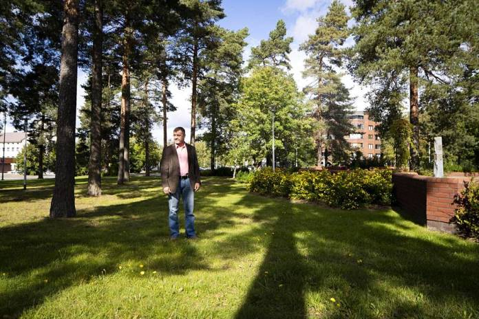 Crime Commissioner Kimmo Heinonen in the park where Helena was found murdered.