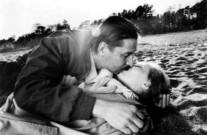 The legendary kissing scene of Kati Outinen and Matti Pellonpää in the film Shadows in Paradise in 1986.