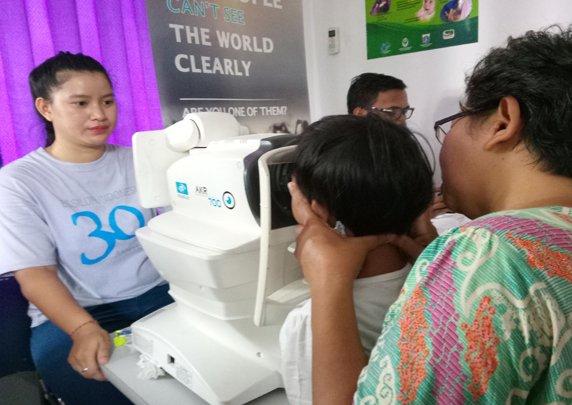 MNCTV Bagikan Ratusan Kacamata Gratis untuk Anak-anak di RPTRA Kebon Sirih