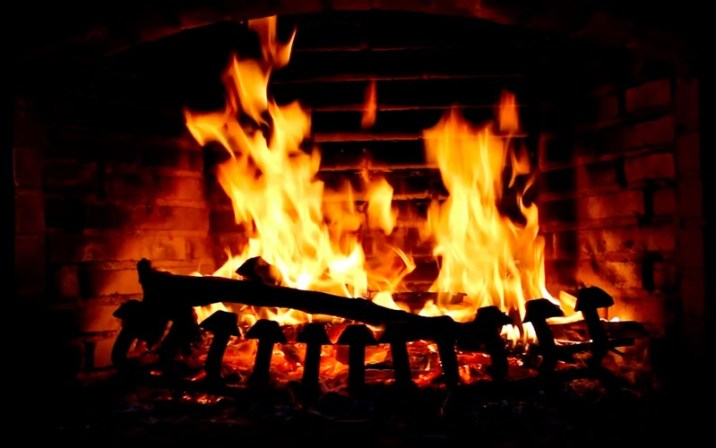 4_Fireplace_Live_HD_Screensaver.jpg