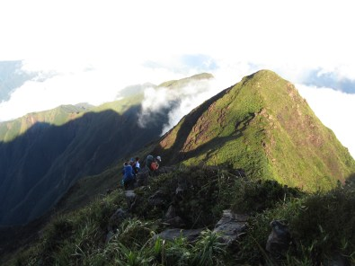 Trek 2-3 days to climb the summit of Guiting-Guiting mountain range