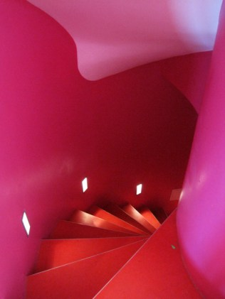 22.kawaiicph_-the-round-house_pink-stairs