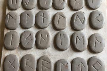 jeu de runes en argile
