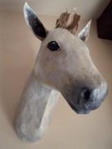 cheval blanc papier maché