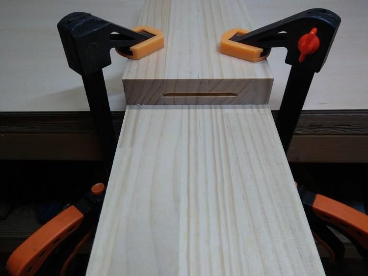 A材の木口に溝加工完了