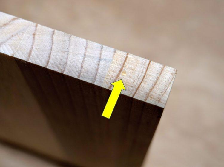 棚板木口面にダボマーカーの印がつく