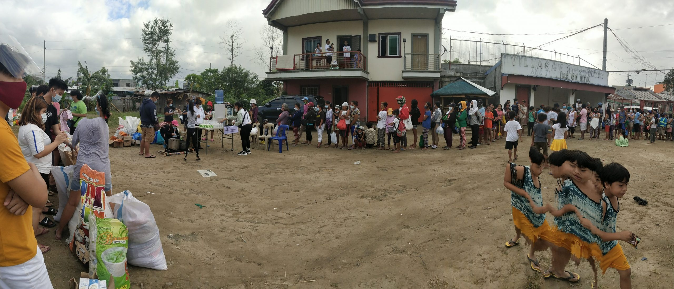 Hundreds lined up for the feeding and distribution of relief goods.