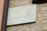 Targa in marmo del Piazzale San Martino. Foto Sergio Ceccotti.