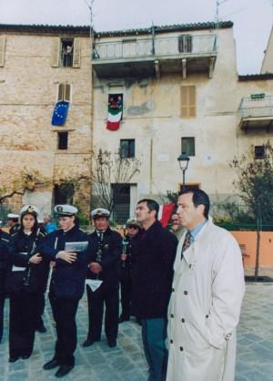Inaugurazione ristrutturato Piazzale San Martino a Galiziano il giorno domenica 23 novembre 2003. Foto di Silvio Menghi.