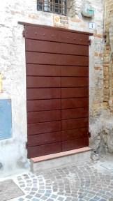 Portone di ingresso al Tetro B. Mugellini da via Marefoschi dopo il restauto di Luigi Migliorelli. Foto Simona Ciasca Ufficio Economato.