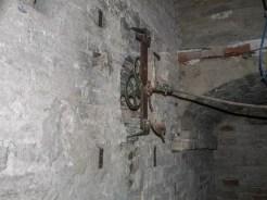 Interno torre civica. Antico meccanismo per il funzionamento del secondo quadrante di Via Mariano Cutini.