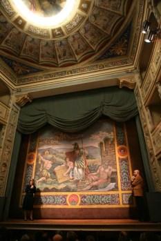 La restauratrice Francesca Rabbi di Bologna e Andrea Bovari. Inaugurazione restaurato sipario del giorno 18/11/2006. Foto di Luigi Anzalone.