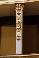 Particolari decorativi del teatro. Foto di Sergio Ceccotti.