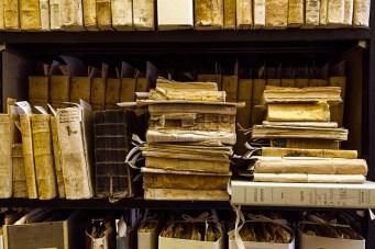 Fondo antico all'interno dell'Archivio Storico Comunale. Foto di Sergio Ceccotti.