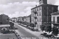 Cartolina di Porto Potenza Picena dove so vede sulla destra la palazzina della Delegazione Comunale.