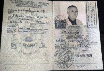 Passaporto Clito Carestia Nº 4372270 - Consolato de Italia en Mendoza, Argentina: 14-03-1966. Foto Nirva Ana Carestia.