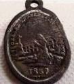 Medaglia in ricordo della prima festa in onore di san Gérard. L'iscrizione riporta: SAINT GÉRARD DE LUNEL PRIEZ POUR NOUS – 1837. (tratta da: http://detectionlunel.canalblog.com/archives/2016/04/24/33709639.html#,)