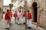 La Confraternita del Corpus Domini partecipa alle cerimonie religiose di Potenza Picena. Foto di Sergio Ceccotti.