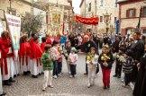 """La Confraternita del Corpus Domini con il precedente stendardo con al denominazione """"Corpus Christi"""" durante la festa delle Crocette. Foto di Sergio Ceccotti."""