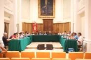 L'intero Consiglio Comunale di Potenza Picena durante l'assegnazione della cittadinanza onoraria a don Vincenzo Galiè. Foto di Luigi Anzalone.