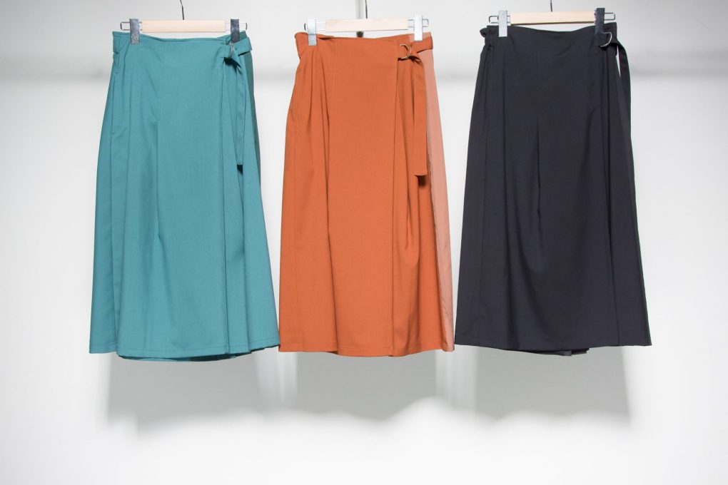 Pleated switching skirt