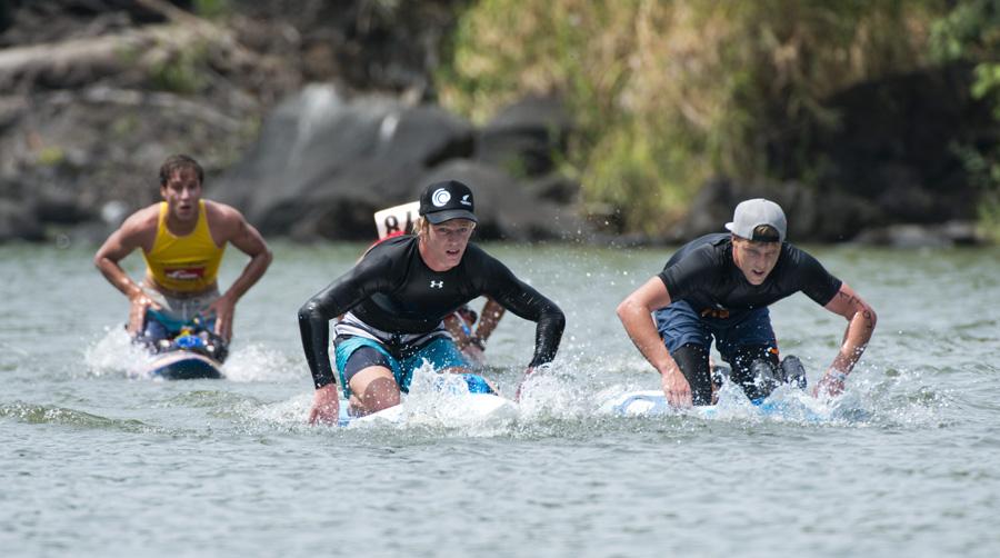 Rhys Burrows de Australia (derecha) ganó la Medalla de Oro y Sam Shergold de Nueva Zelanda ganó la Medalla de Plata en la Carrera de Larga Distancia en Paddleboard de Hombres. Foto: ISA/Michael Tweddle