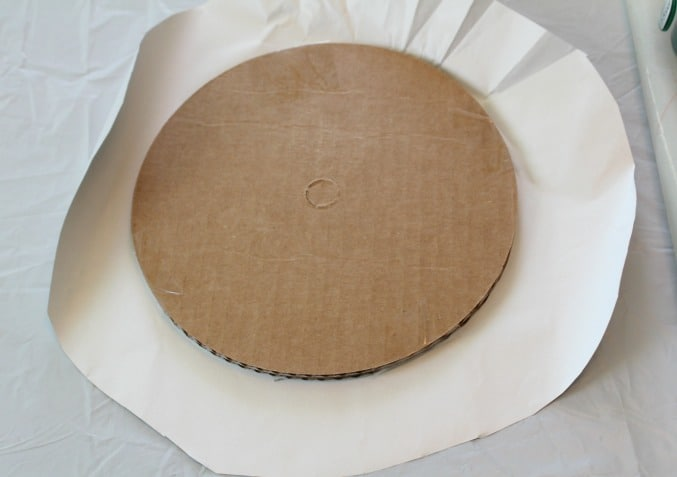 Cover a round cake base