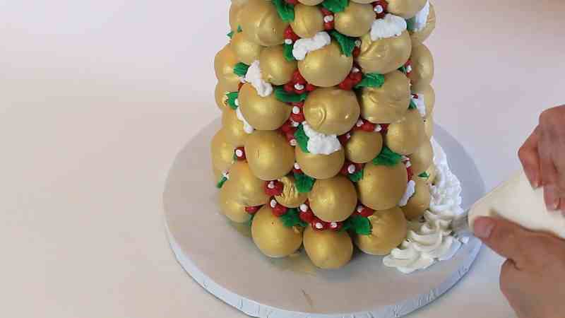 Piping the Base of the Cake Pop Christmas Tree