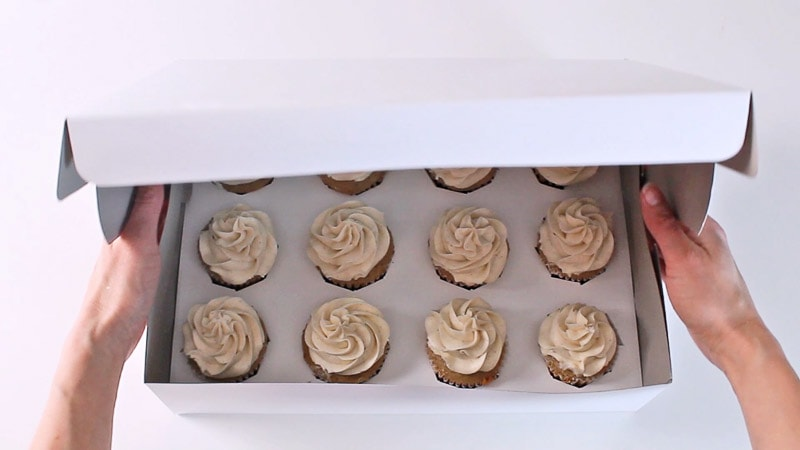 packing cupcakes in a box