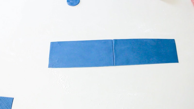 Cut the rolled out blue fondant into a rectangle