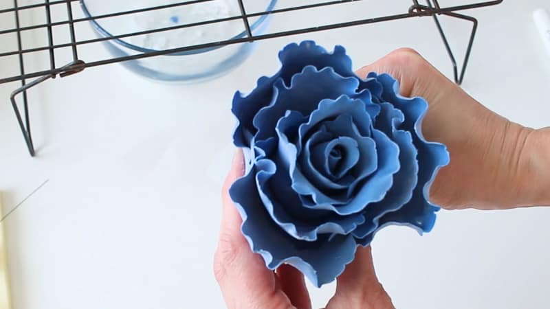 Add petals to gumpaste ruffle rose