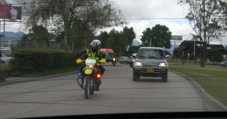 Bogata-Police-Motorcycle-escort-of-armored-car-motorcade