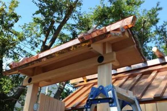 御門の屋根銅板葺