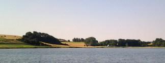 """Bramsnæs Vig - kaldet for """"Herligheden"""" er smuk både fra Fjorden og fra vejen."""